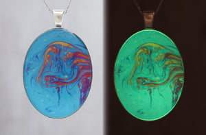Old Man - Glow-in-the-dark pendant with a beautiful abstract soap film pattern