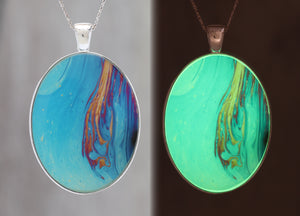 Fiery Hand  - Glow-in-the-dark pendant with a beautiful abstract soap film pattern
