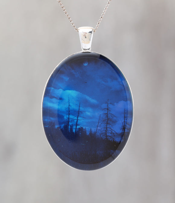 Blue Sky At Night  - Glow-in-the-dark pendant with the Orion Nebula