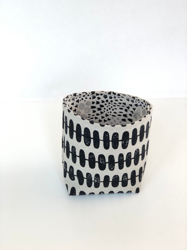 Littlest cloth basket - black and linen