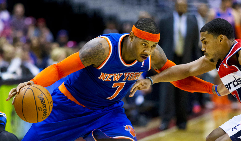 Carmelo wearing arm sleeves as a Knick