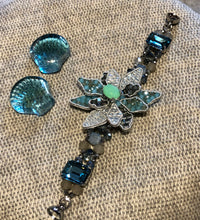 Load image into Gallery viewer, Mosaic Flower w/beads Bracelet