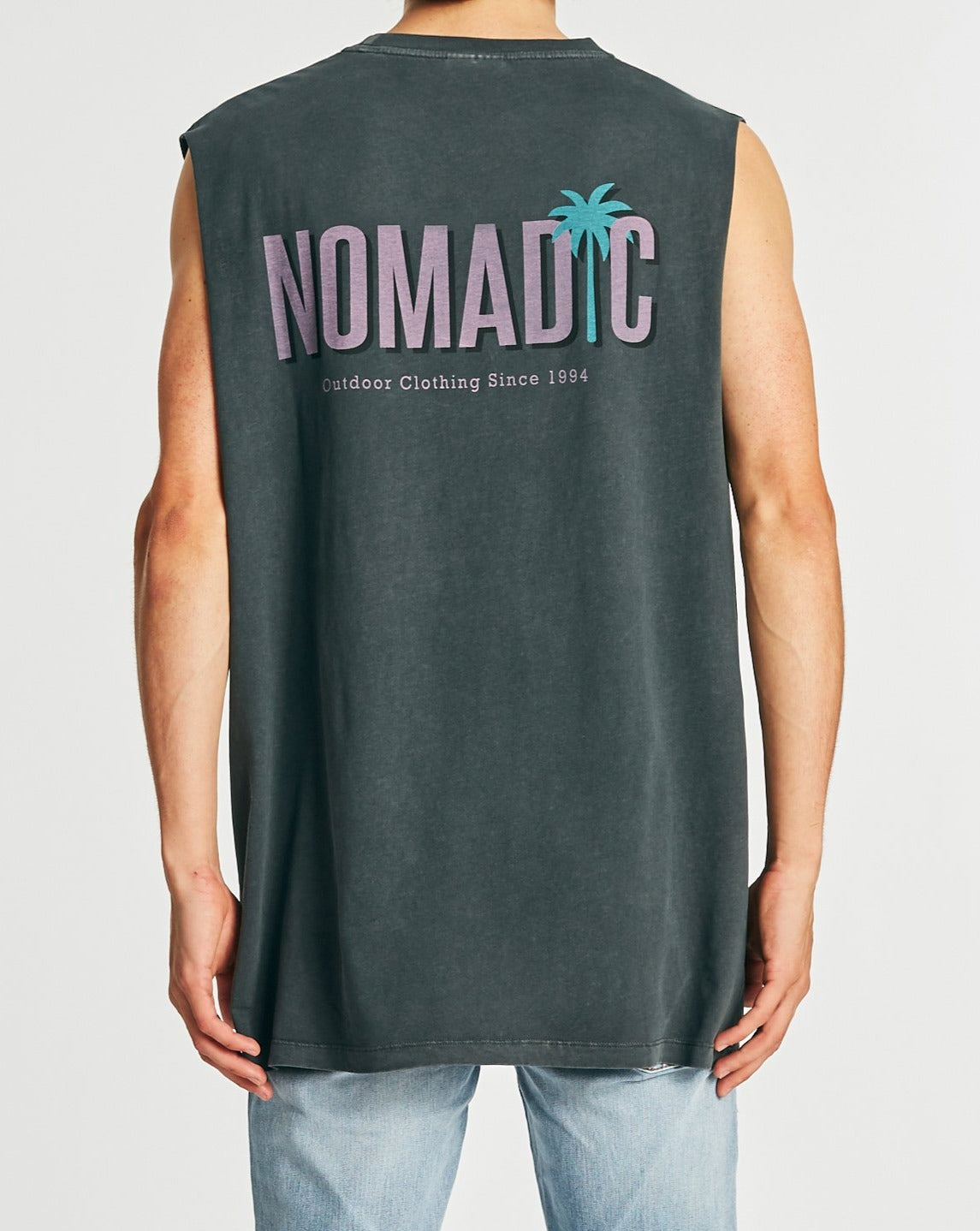 NOMADIC Palms Muscle Cut