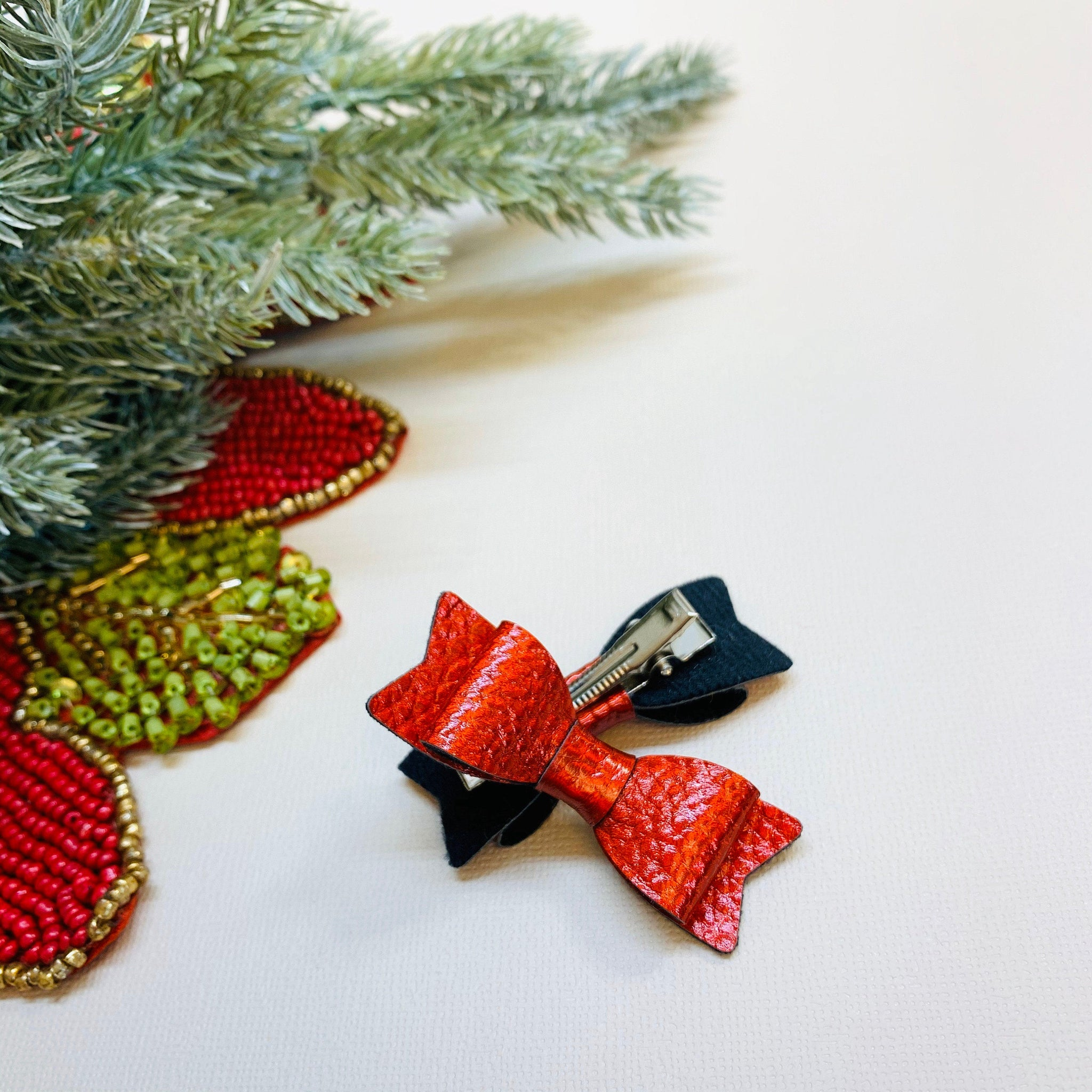 Pigtail clips, Red Mini Bows Hair Clips, Vanaguelite, Alligator Clips, baby bows, Soft Faux Leather Bows, Christmas Bows