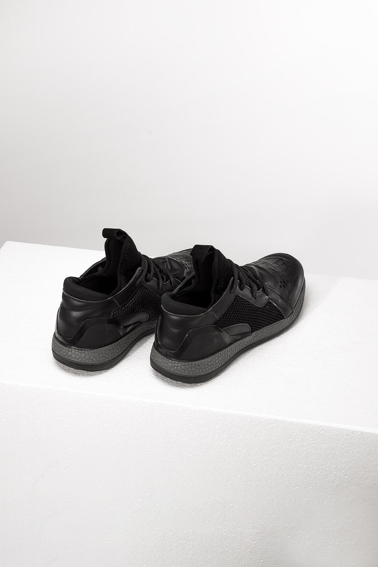 Low-Top Minimalistic Shoes //1004
