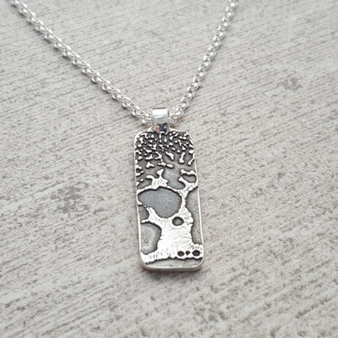 Small Hawaiian Paisley Print Necklace