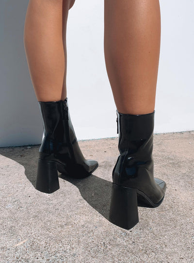 The Kia Boots Black