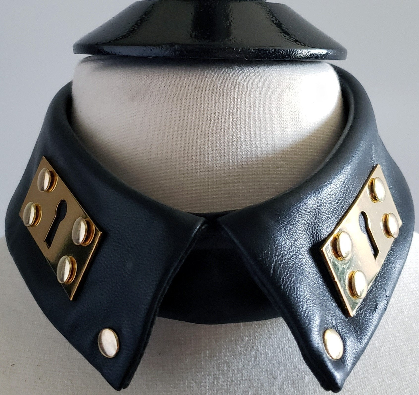 Beny Hart. Leather detachable collar. True fashion statement!