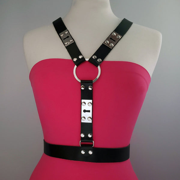Beny Hart. Harness style 5. Available with 24k Gold plated steel. Solid Brass. Chrome plated steel.