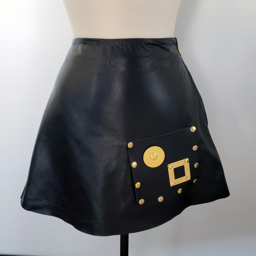Beny Hart. The Beny Skirt is an A-line skirt and will come standard with the Beny Pocket(#1) to complete the style & look.