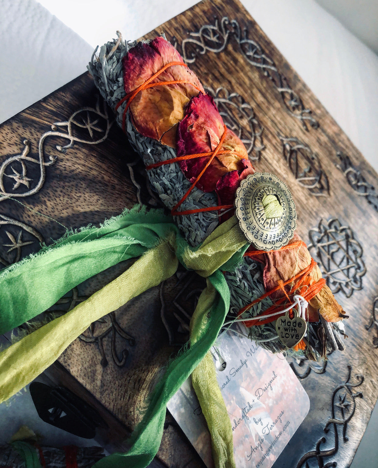 SMUDGE KIT GIFT BOX + Set of 3 Sacred Floral Sage Sticks