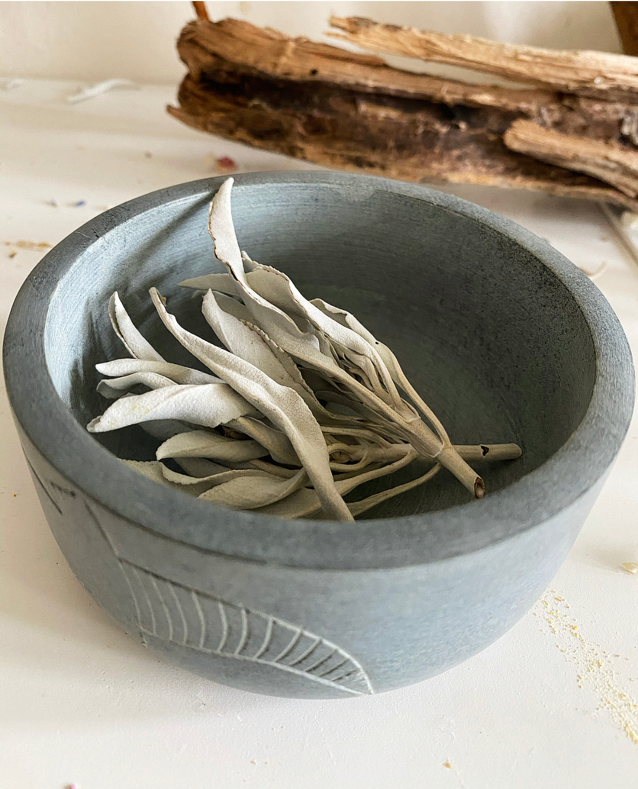 GECKO SOAPSTONE BOWL + White Sage Clusters