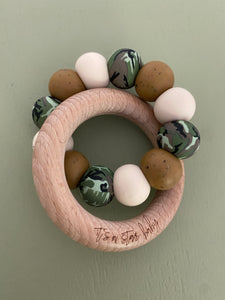 le camo // teether (speckled brown, speckled blush + camo)