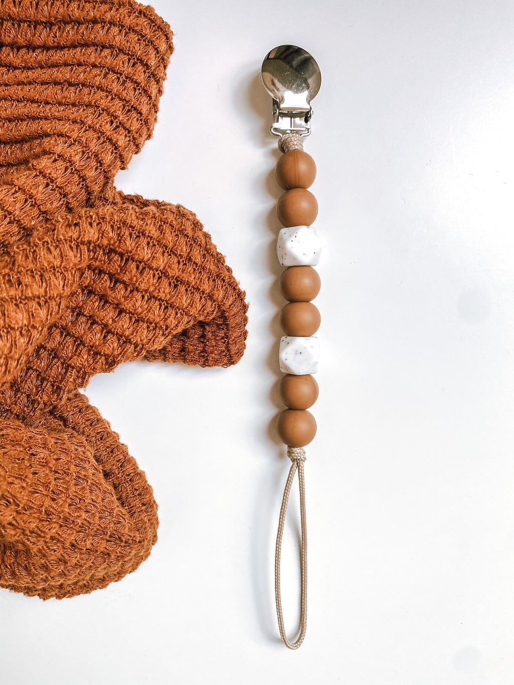 hazelnut + speckled // pacifier clip