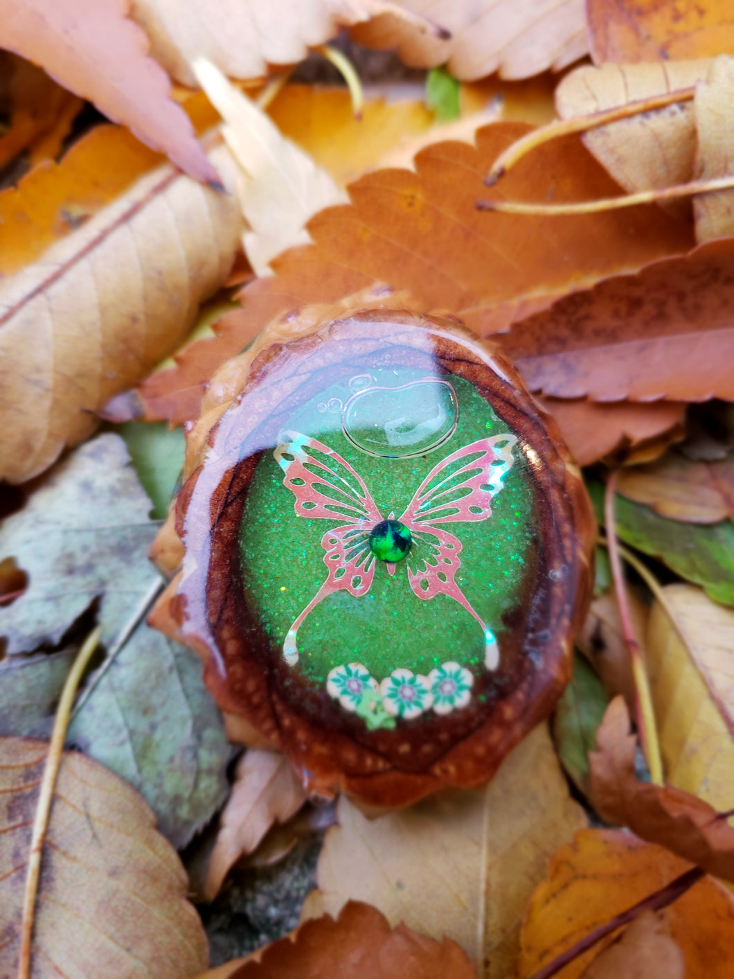 Butterfly liquid shaker pinecone pendant