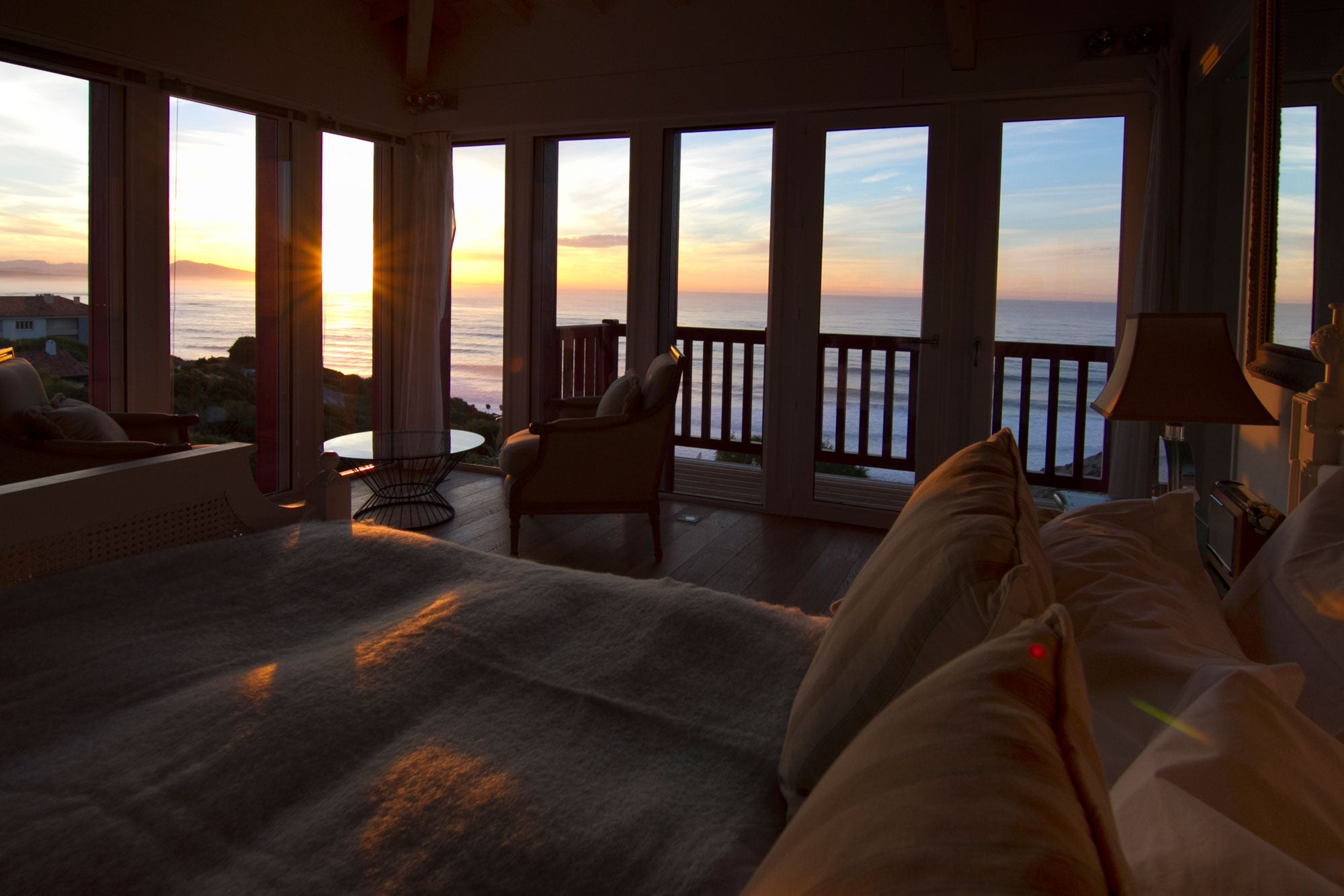 Biarritz holiday home bedroom sunset view