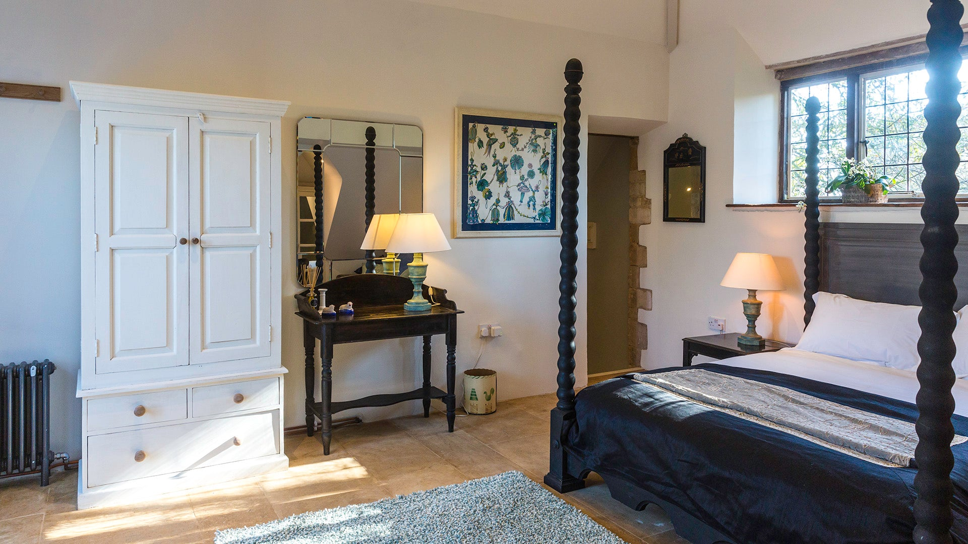 Cotswolds Cottage | four poster bed