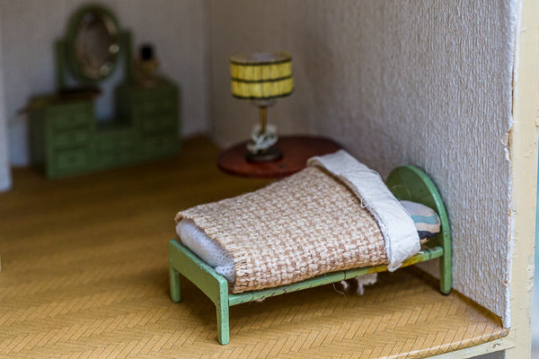 Offbeat Interiors - A Vintage Painted Dolls House