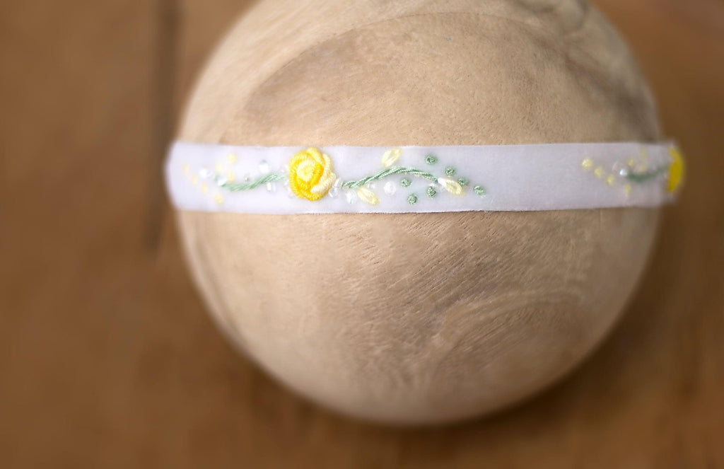 "Hattie Hand-Embroidered Band in ""Spring Lily"""