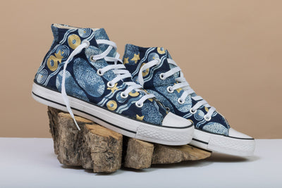BY M.A.R.Y Shoes 37 Converse All Star High Top - Blue and Golden Stars