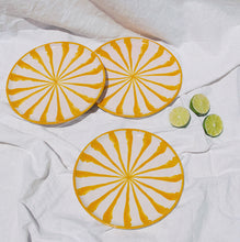 Load image into Gallery viewer, Salad plate with candy cane stripes - Pomelo casa
