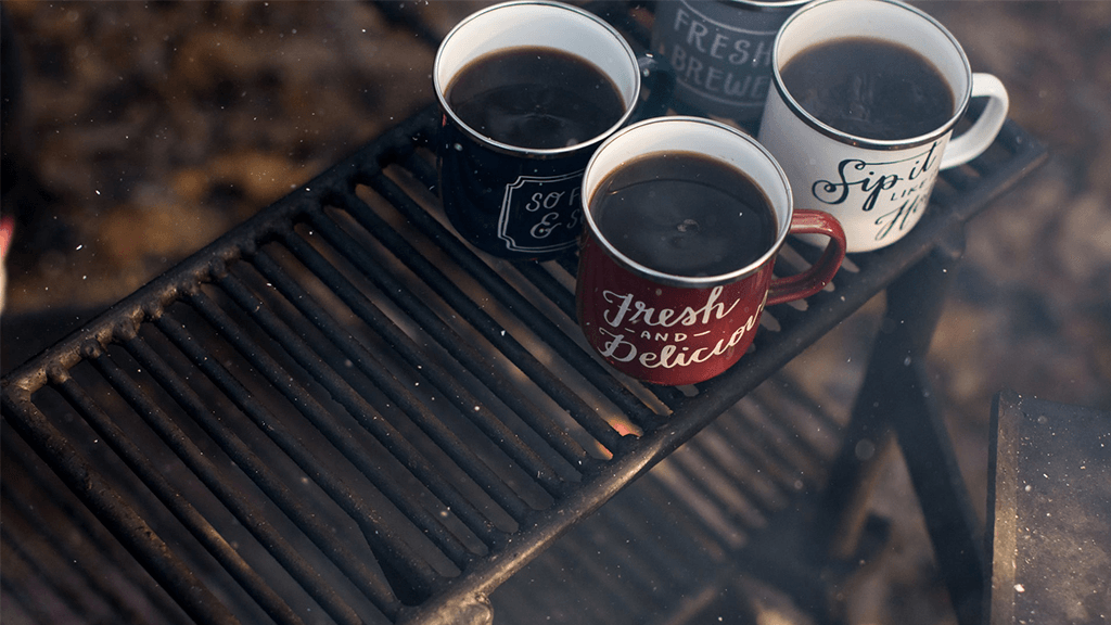 Mugs-of-Coffee-on-Campfire-Grill