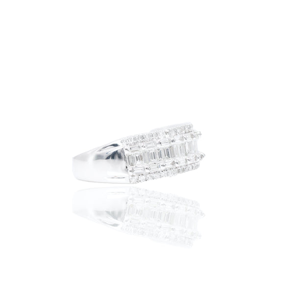 Center Baguette With Round Border Diamonds Men's Band