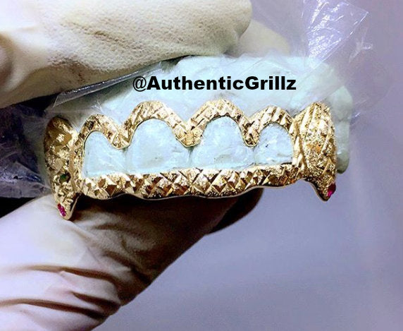 Custom 6 Teeth Open Face Middle with Extended Fangs and Diamond Cut Dust with ANY COLOR STONE Gold Grillz