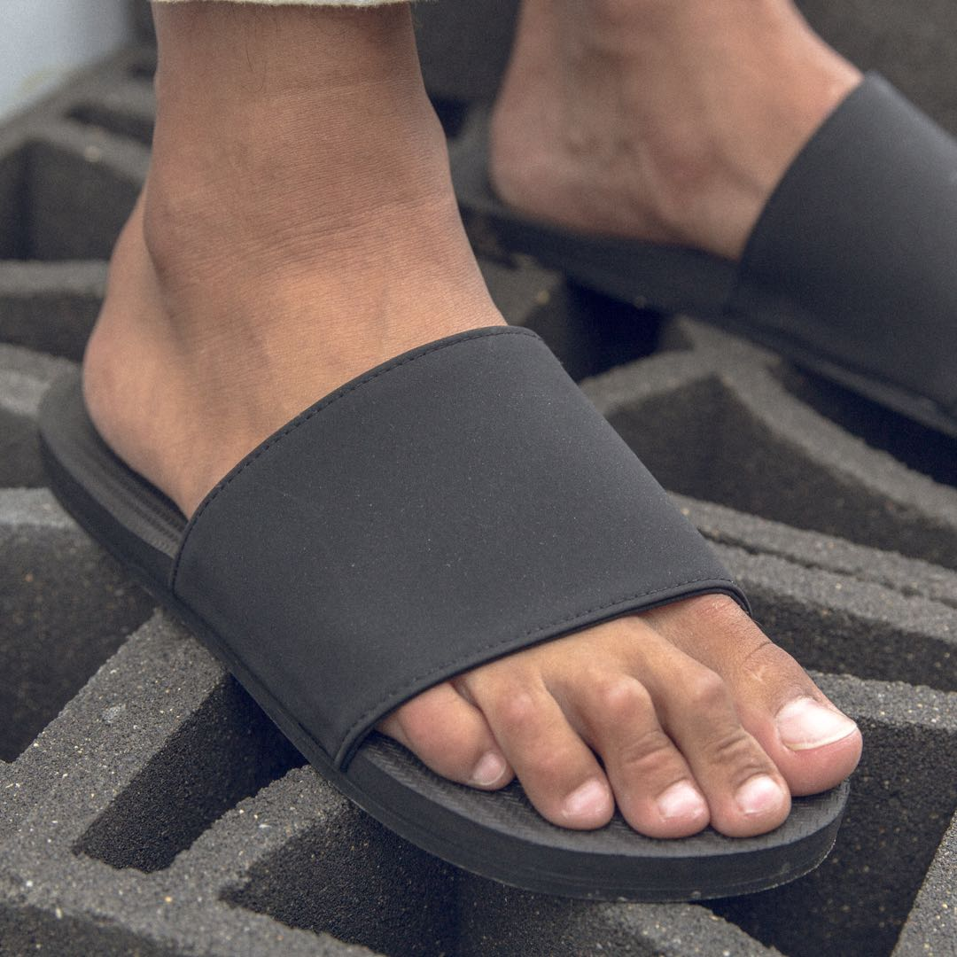 Men's ESSNTLS Slides - Black