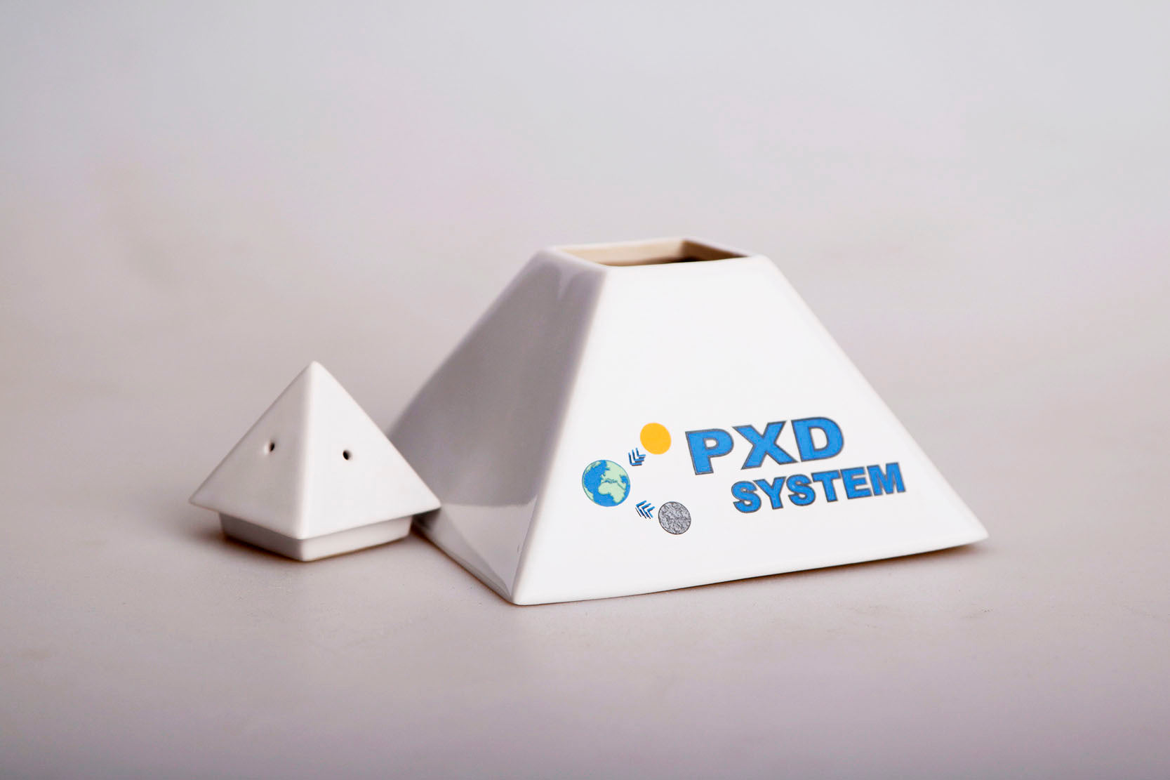 PXD Biopyramid reduces the negative effect on the human body that is emitted by electromagnetic radiation (EMR). Devices that emit electro-smog are GSM and UMTS transmitters in devices, wireless networks, radio waves and all sorts of electronic equipment.