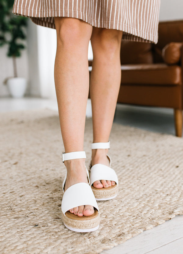 Topic Ankle Strap Sandal