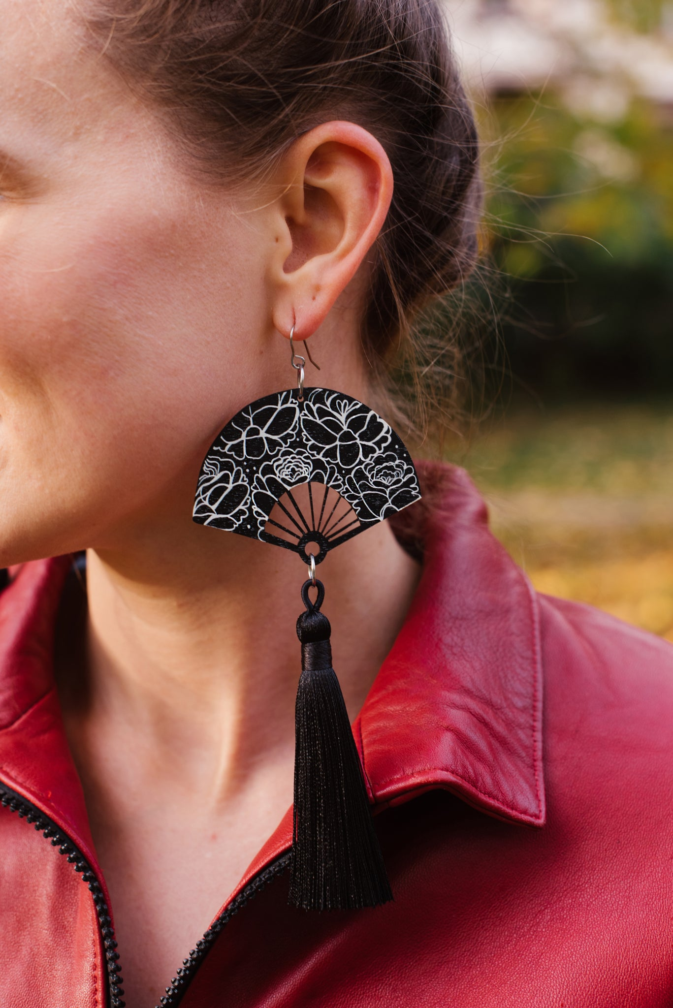 Flo Tassel Earrings Black Roses Bloom, Wood