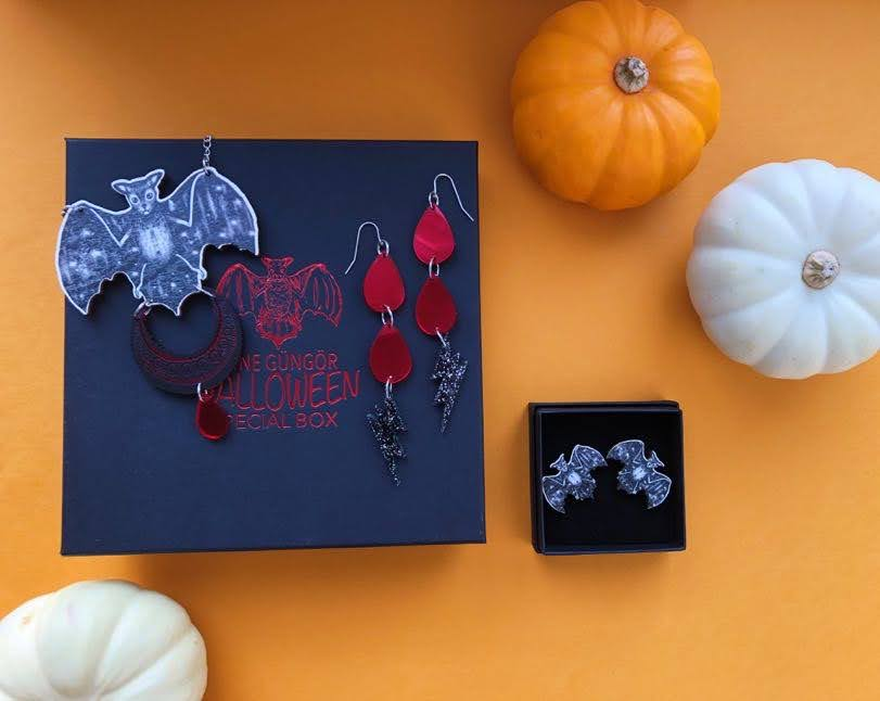 Halloween Special Box set NR 1 : Moon Bat Neckace, Vampire Tears&Lightning and Bat Multifunctional Clips / Bat Stud Earrings