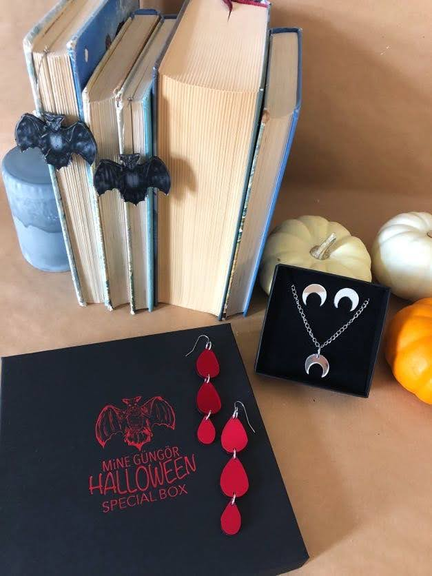 Halloween Special Box set NR 2 : Cresent Moon set, Bat Hoops and Vampire Tears