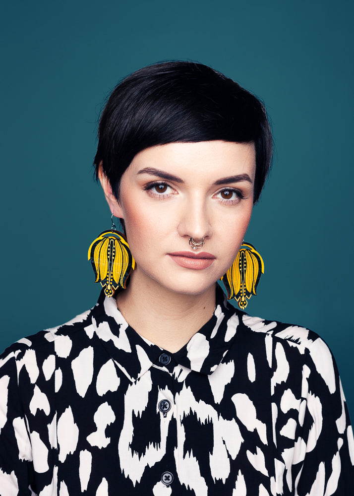 AW19 Linnea Single Dangle Earrings, Sunflower/Liqourice Color, Wood