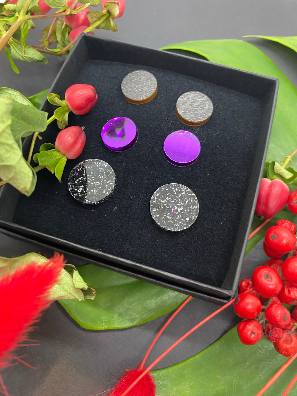 Lara Triple Stud Set, Black Glitter/violet Mirror/black wood