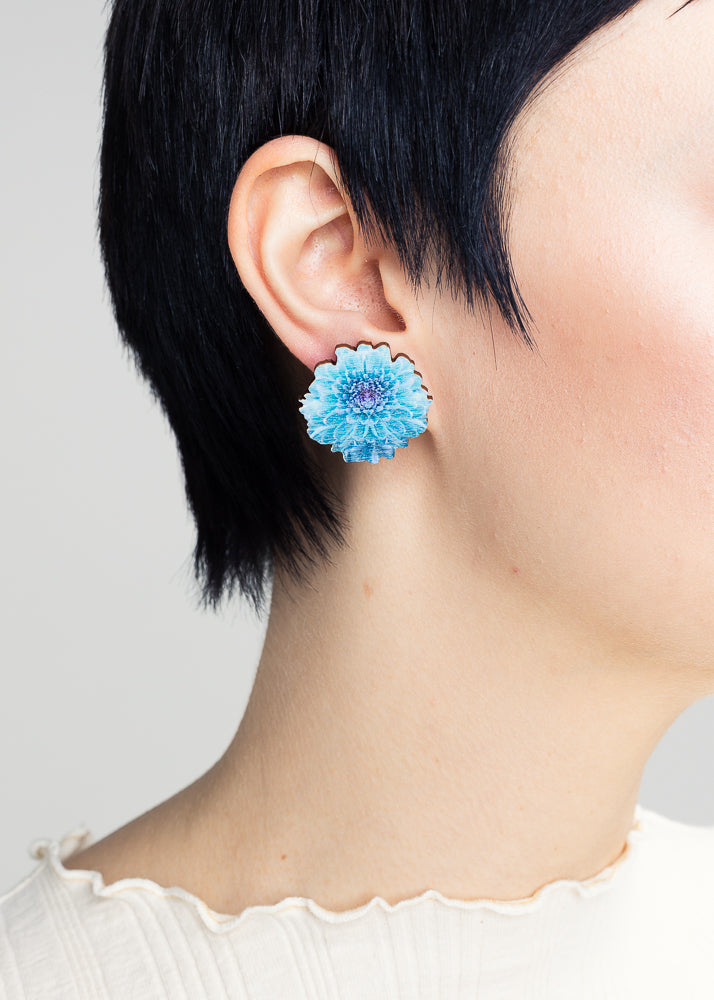 Chrysantheme Tropical Blue Stud Earrings