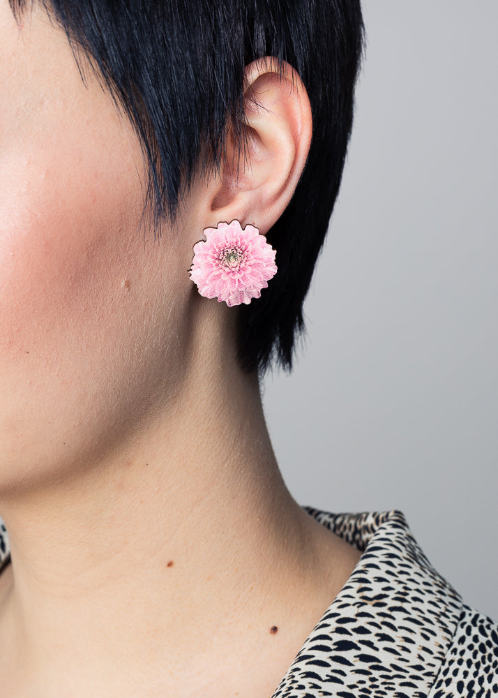 Chrysantheme Baby Pink Stud Earrings