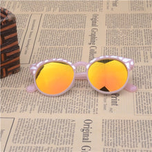 Load image into Gallery viewer, Plastic Frame Sunglasses For Kids