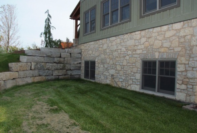 Harvest Gold Limestone Olde Mill Blend - Thin Veneer Stone - Tumbled - Corners