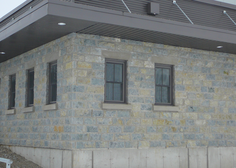 Weatheredge Limestone Bed Face - Thin Veneer - Split Face Sawn Height - Corners