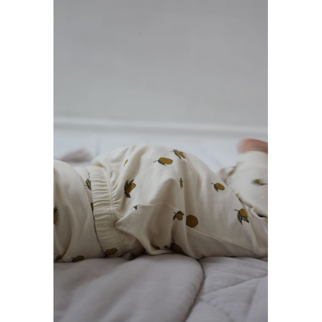 Lemon Print Newborn baby pants from Konges Sløjd. Made with special love and thought for your newborn baby's comfort. These baby leggings are made using the best quality, softest 100% organic cotton jersey that it is kind even on the newest, most sensitive of skin. Otis and the Wolf bringing you Scandi style for little ones