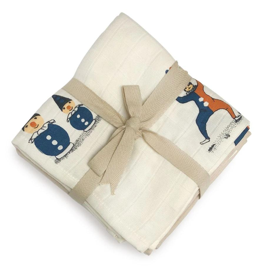 Organic Cotton Muslins with a beautiful clown print from Danish brand Gamcha. Comes in a pack of 4 - 2 x clown and 2 x beige. Otis and the Wolf bring you scandi style for little ones