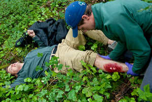 Learn how to improvise splints and manage orthopedic emergencies in a Wilderness First Responder (WFR) course.