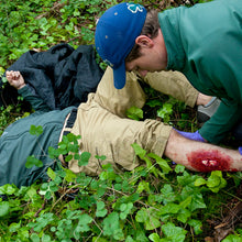 Load image into Gallery viewer, Learn how to improvise splints and manage orthopedic emergencies in a Wilderness First Responder (WFR) course.