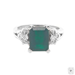 Emerald ring w diamonds