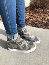 Load image into Gallery viewer, Camo wedge zip up shoe