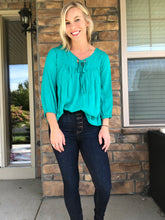 Load image into Gallery viewer, Emerald crinkle gauze 3/4 sleeve top