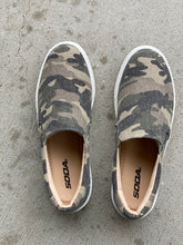 Load image into Gallery viewer, Camo Slide on Tennis Shoe