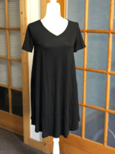 Load image into Gallery viewer, Black Swing Dress